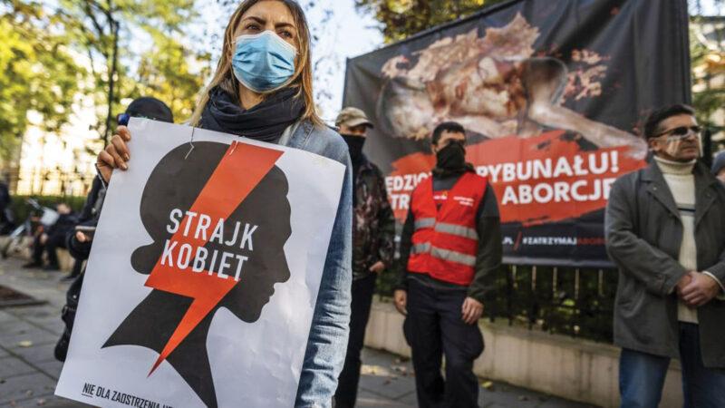 Inferno delle donne: proteste in Polonia per la legge sull'aborto