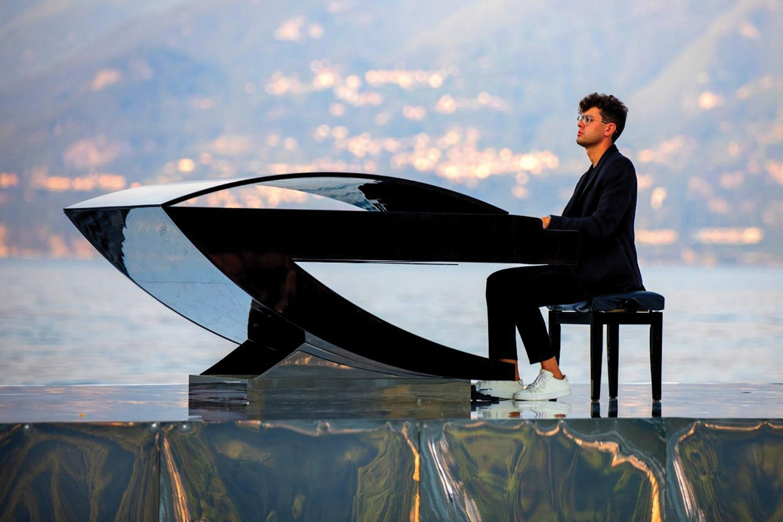 Alessandro Martire, la leggenda del pianista sul lago